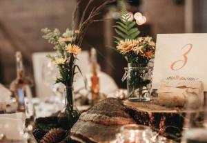 poročna dekoracija jedilne mize