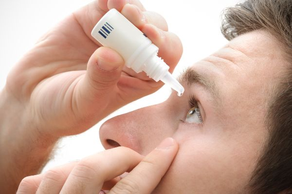 kapljice za oči pomagajo proti učinkom smoga na oči